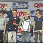 |@CD9 rompe récord Guinness https://t.co/7Y8ubCp5nI Vía @Mileniohey https://t.co/qdkgli9roc