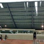Así quedó el techo del Polideportivo Sur luego del fuerte aguacero en Envigado. https://t.co/vYdmfQZejH