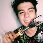 Miren lo que me llegó 😍🙈 ahora ya tengo con que tomar mi #SelfieFamiliar gracias por mi Selfie stick @Cheetos_Mx https://t.co/EbRFmTpwgf