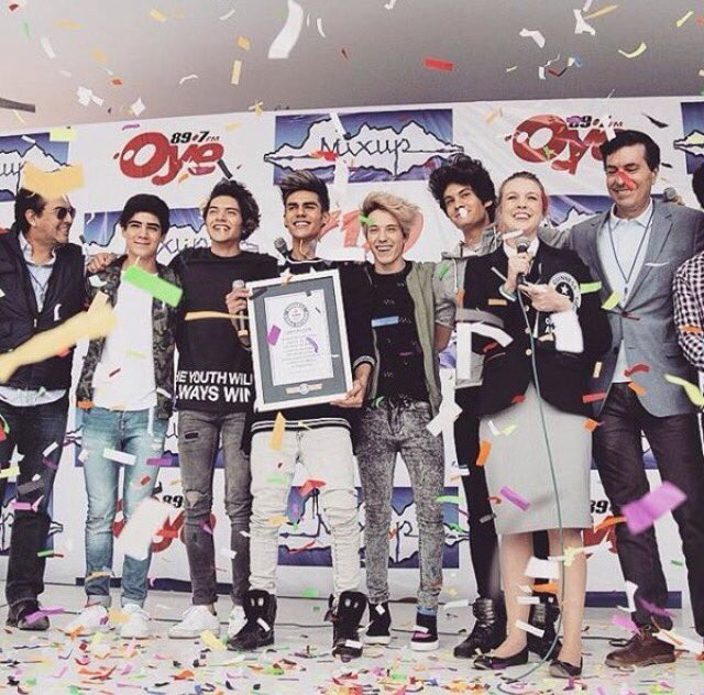 Most CDs consecutively signed by the artist: 6194. Congratulations to Mexico's @CD9!
