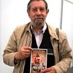 El poeta José Luis Díaz-Granados y su ejemplar de la #LyL92 ed. 92 de Libros & Letras. #FILBo2016 #LyLenlaFILBo https://t.co/YwH3QRbTP1