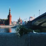 Мемориал Немцова разгромлен, мост закрыт, на месте убийства увеселительный стенд. Пляски на костях. https://t.co/nQs8V17Wcn