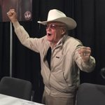 He yelled Excelsior! wearing a White Hat! Stan Lee loving #yyc. Hear it @GlobalCalgary at 6! @Calgaryexpo https://t.co/gTAs5awzVL