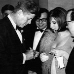 JFK signs for Barbra Streisand, White House Correspondents Dinner 1963: #AFI https://t.co/rCZV26FbAl