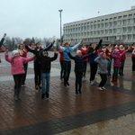 Торжественное открытие поющего фонтана! Плохая погода нам не помеха! #ulsk https://t.co/6v5VqKO5XE