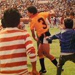 #BarcelonaSC91años 1989 BSC LEGITIMO campeón. Montanero tirando puñete a hinchas del DQ que invadieron la cancha. https://t.co/yuXdoyC6hn