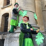 Crowds move from Magdalen Tower to the steps of the Bodleian; Morris dancers & The Wurlies await! @BBCOxford https://t.co/P0zADTFlkt