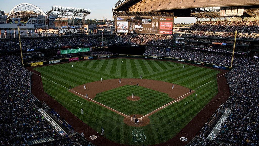 Ieri a Seattle 43.000 spettatori per i Mariners e 40.000 per i Sounders (calcio) nello stadio accanto (a sinistra) https://t.co/6atD75kX0S