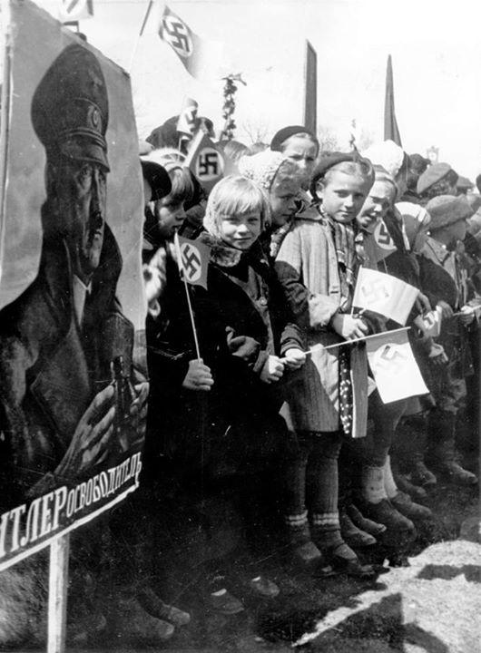 Празднование 1 мая в оккупированном Минске. https://t.co/fNMXkvoHWW