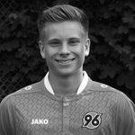 Jeune joueur dHanovre, Niklas Feierabend est décédé ce matin dans un accident de voiture, à lâge de 19 ans. https://t.co/Omk59Gq0Lh