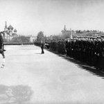 Командующий Одесским военным округом Георгий Жуков принимает парад в Одессе на Куликовом поле 1-го мая 1947 года: https://t.co/DqzoztQGC5