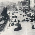 Praza de Catro Camiños vista dende a rúa Fernández Latorre. Anos 50. A fonte ainda non se construira. #Coruña https://t.co/yeejEEUrMo