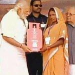 535. #UjjwalaYojana Pic 1:Sonia Women Empowerment Pic 2:Modi Women Empowerment 5Cr BPL Women now will get free LPG https://t.co/k8L3H7HA0R