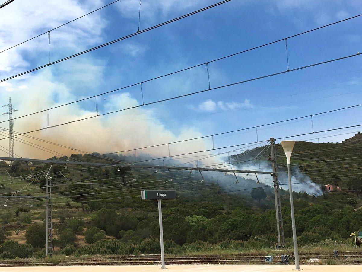 @emporda_info incendi a #Llançà https://t.co/hKFggTanhV