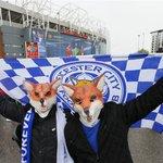 Los hinchas del Leicester alrededor del Old Trafford ya empiezan hacer su fiesta. A una victoria de ser campeones. https://t.co/MIchk03VhV