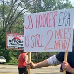 There is a guy standing at Mile 13 of the Flying Pig with this sign 😂😭🔥 https://t.co/zBYUG50IMv