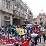 Gremios de trabajadores se prepraran para marchar a lo largo de la calle Bolívar en #Cuenca conmemorando el #1demayo https://t.co/ZdS3rEFlRa