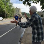 """Mile 24.this is Jerry. Hes 91 years old. He says, """"thank you for running"""" @WCPO @RunFlyingPig https://t.co/C6SRXxSIke"""