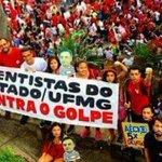 Grande orgulho e emoção em divulgar imagem dos cientistas da UFMG contra o golpe! Gde exemplo p/ tds cientistas BR! https://t.co/4hdRLTuocM