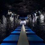 Imponente siempre el túnel de vestuarios del Veltins Arena. Simula una mina https://t.co/esCupS6ENb