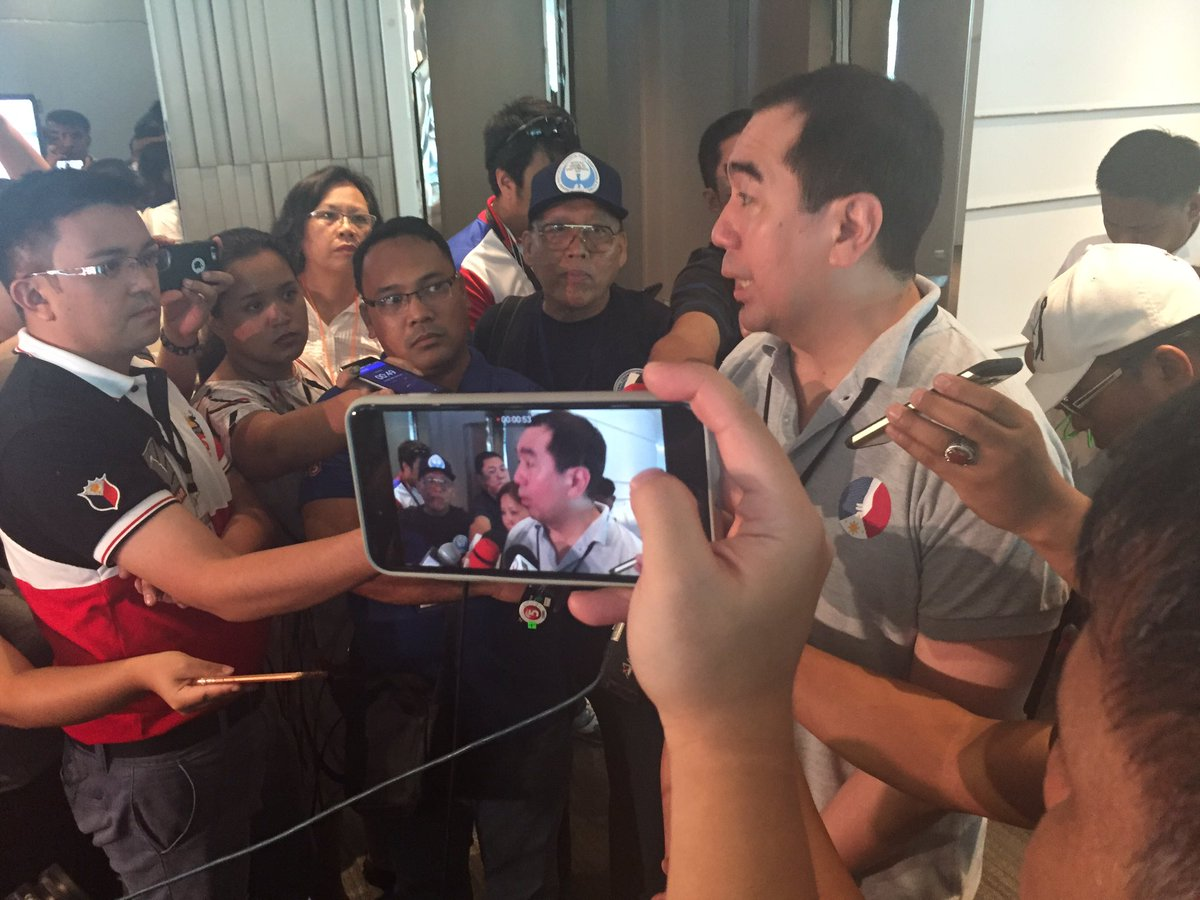 Bautista confirms Smartmatic technicians checked in at Novotel. Occupants on their way to open rooms for inspection. https://t.co/z7dcIMSgod