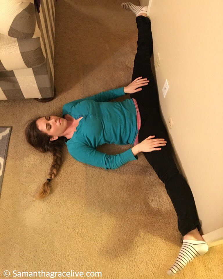 Working on my #splits and opening my #hips more. Retweet if you like how #flexible I am. #gymnastics