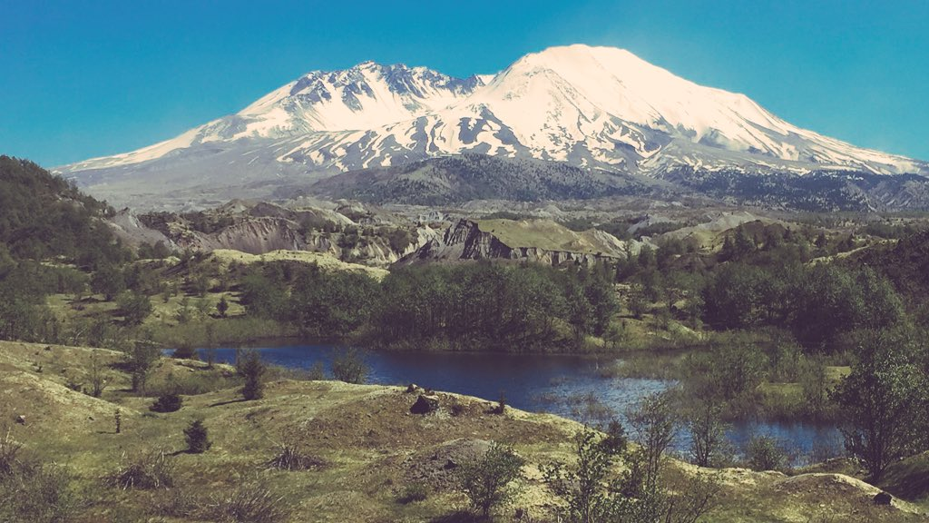 It's May and #MountStHelens is giving us a beautiful start to #Volcano month! #appreciate https://t.co/r0n8Of2FfZ https://t.co/OWfyHkyaVm
