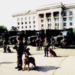Думаю, всем понятно, где на фото - оккупированный Симферополь, а где - свободная, европейская Одесса. https://t.co/Olpo2aU44E
