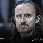 """""""Os únicos traidores são aqueles que enfiaram suas espadas no Lorde Comandante."""" - Eddison Tollett #DominGOT https://t.co/Ab20h86YJs"""