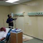 عامل يدهن البوية في غرفك المرضى في مستشفى #الرس ؟؟؟ هل وصل الإستهتار لهذه الدرجة!!!! أليست البوية تكتم الإنسان ؟   https://t.co/ESVFa7WBJO