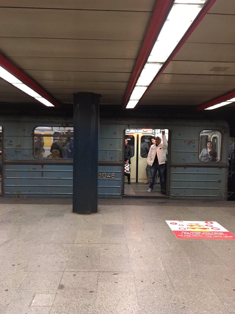 ブダペストの地下鉄。古い。ここまでくるとかっこいい。銀座線も新しくしなくてよかったのに。 https://t.co/LWhMQaudzc