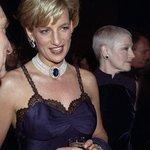 #MetGala: Princess Diana totally rocked the whole choker trend in the 90s https://t.co/4oIVjDU71w https://t.co/r860tC8TL8