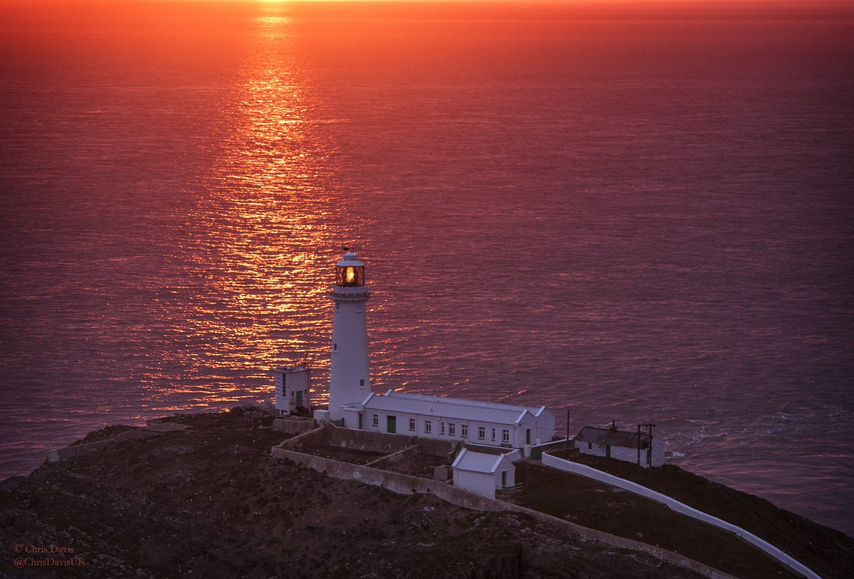 Beautiful RT @LoriMoreno: South Stack Lighthouse  https://t.co/zIxrHY2wFR https://t.co/Lh5iu4HH0I