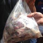Estudiantes de la UNEFM se acercaron a la sede del Diario La Mañana para mostrar parte de la carne en descomposición https://t.co/oWaYoSF9t4