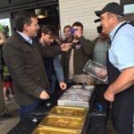 Cruz is sampling different types of pulled pork and beef at Wagon Wheel in Bloomington. https://t.co/NpMdInCPDY