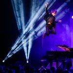 Wow! @jamiecullum flying high at #cheltjazzfest! Go @MS_Creative_SM! https://t.co/ro3N0EsHQx