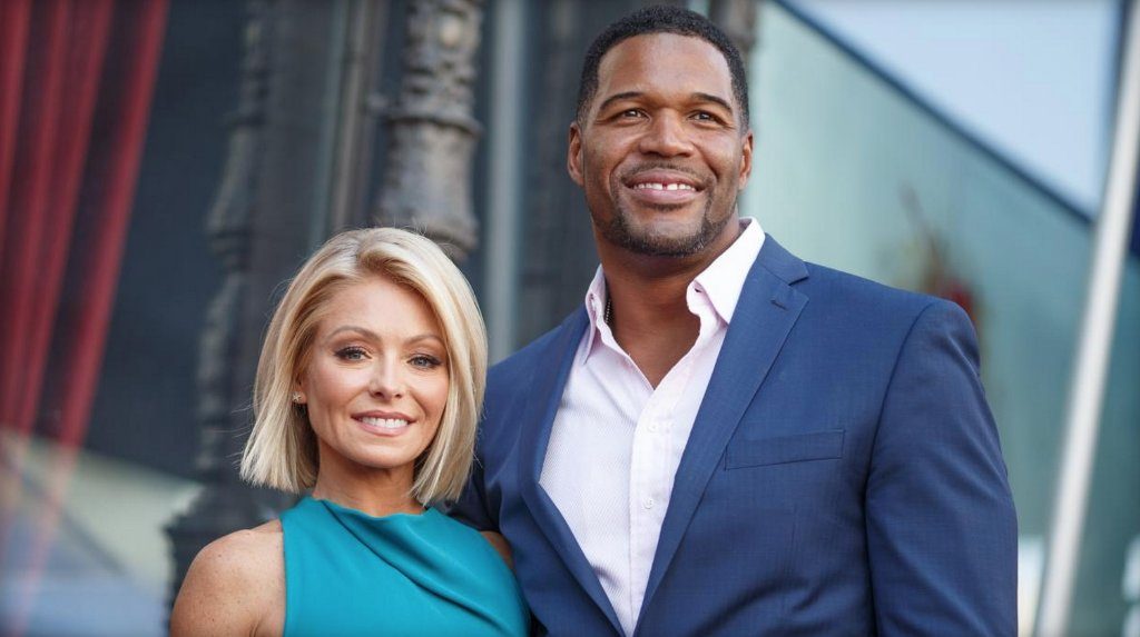 Kelly Ripa and Michael Strahan win Daytime Emmy Award for best entertainment talk show host