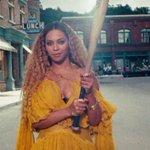 "All 12 of @Beyonces ""Lemonade"" tracks debut on the #Hot100 https://t.co/iwPhjEg7HF https://t.co/to5bKNcIKW"