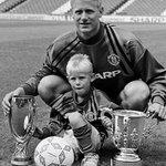 Peter y Kasper Schmeichel, segunda saga padre-hijo q gana la Premier League tras Ian Wright y Shaun Wight-Phillips. https://t.co/nnk6BXHhTE