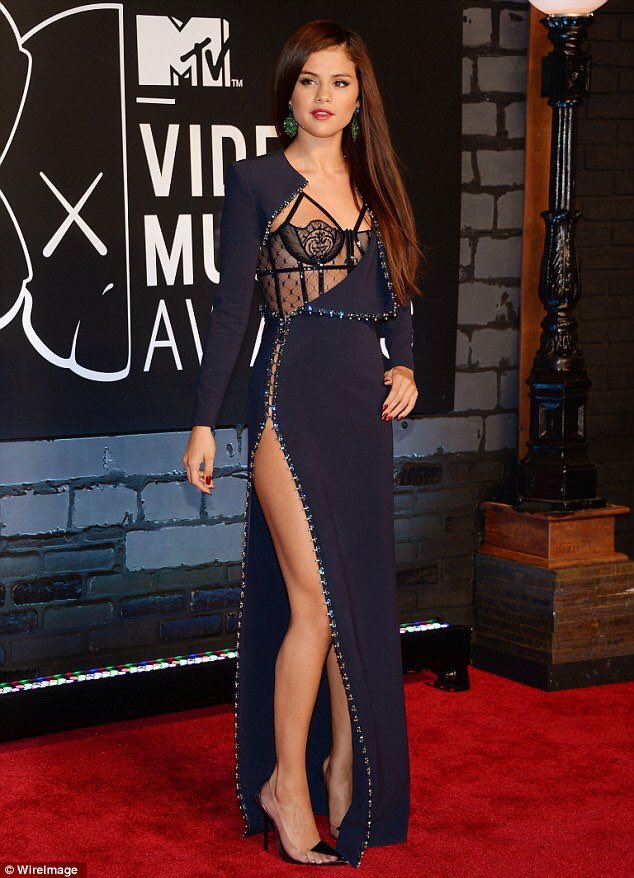 Can Selena go back to Versace instead of LV because they dressed her right https://t.co/cMjr2hzbZr