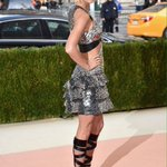 Taylor Swift at the Met Gala in 2016 Theme: Fashion in an Age of Technology #ManusxMachina Designer: Louis Vuitton https://t.co/YXLrs8SXIZ