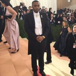 Hmm hmm RT @metmuseum: Rapper @Nas arrives looking dapper. #Nas #MetGala https://t.co/O8A2wmqrej