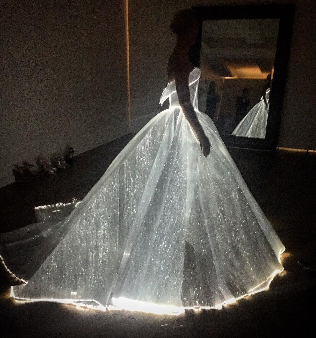 Celestial grandeur. Illuminating ballgown. Guess Who? #MetGala #ZacPosen #Glamour https://t.co/BbheJmk7PF