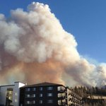 Wildfire near Fort McMurray shifts away from community but burning erratically https://t.co/UOcNM429x7 https://t.co/81S3egXy1W