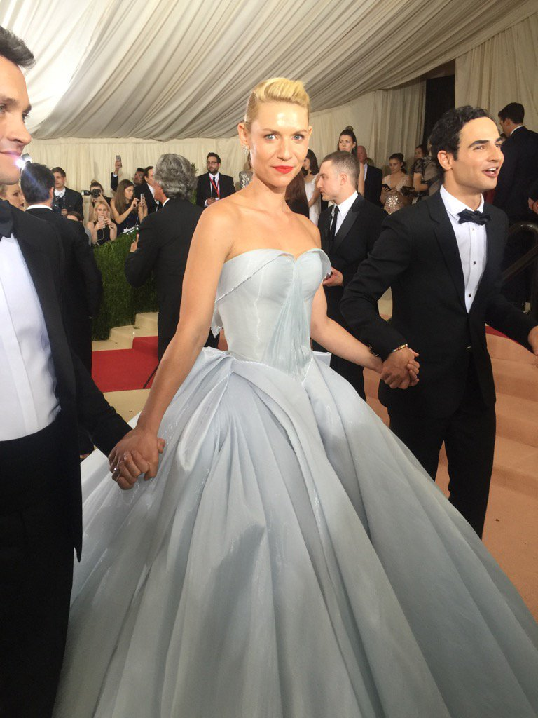 Claire Danes in Zac Posen at #MetGala: Day vs. Night https://t.co/3JleCfKtHd