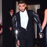 stylist: what look do you want for the MET gala? Zayn: have you seen bicentennial man? stylist: say no more https://t.co/V0wBTJp9LT