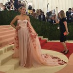 Actress @blakelively graces the red carpet in a floral gown. #BlakeLively #MetGala https://t.co/XEaoPGpQmQ
