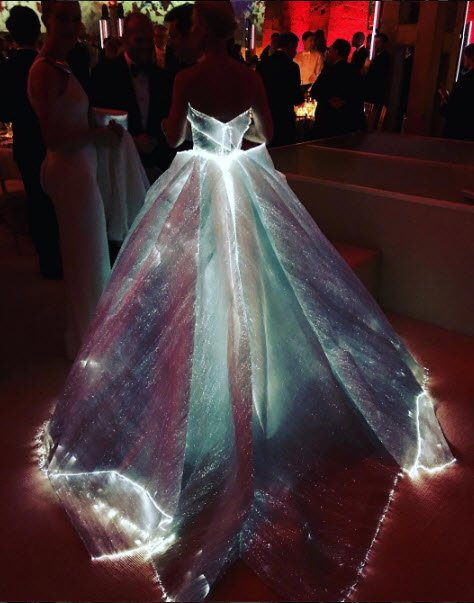 OMG! #ZacPosen we just can't with this dress! Our childhood fantasy right here: https://t.co/qBWz7GecKS #MetGala https://t.co/iWaV7YqcJo