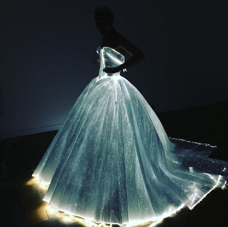 A modern #fairytale! Claire Daines lights up the night in a @Zac_Posen marvel for the #MetGala https://t.co/ezm6wdy8VZ