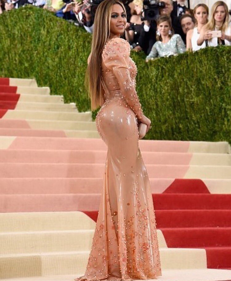 .@Beyonce arrives at the #MetGala wearing Becky's skin https://t.co/kxrazWOXdE